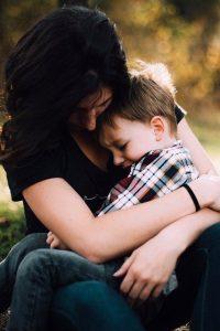 parent discutant avec son enfant